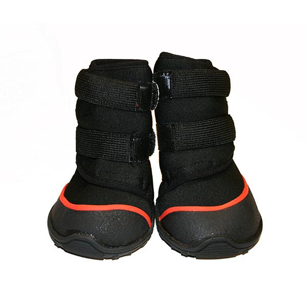 Obří černé boty